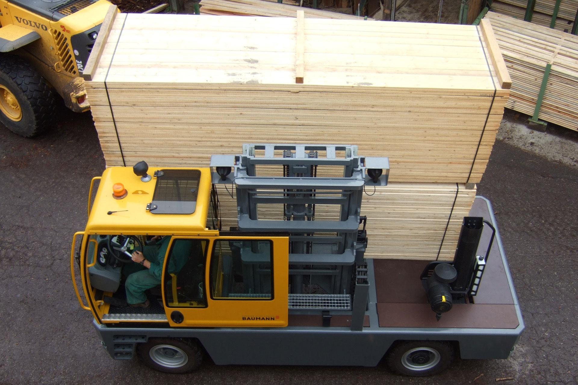 Cavaion Baumann Sideloader moving cut lumber